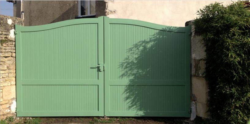 Portail plastique pas cher portail battant pvc cedrela for Portillon en pvc pas cher